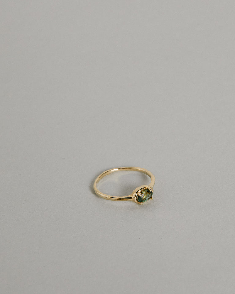 Ellipse Sapphire Ring in Green x 1