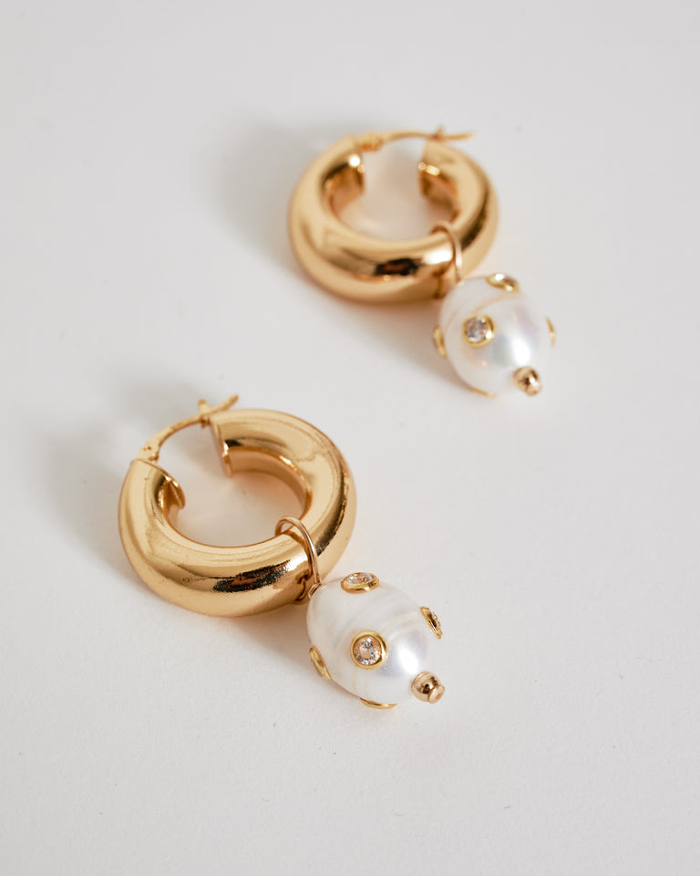 Lamia Earrings in Freshwater Pearl