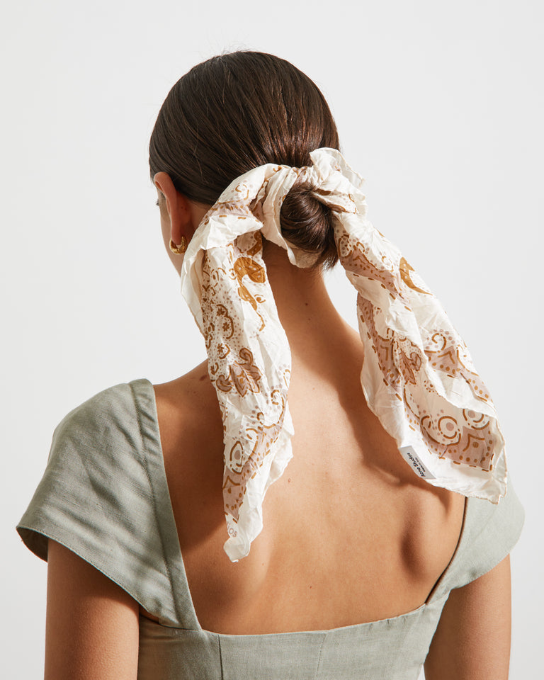 Scarf in Beige/Brown