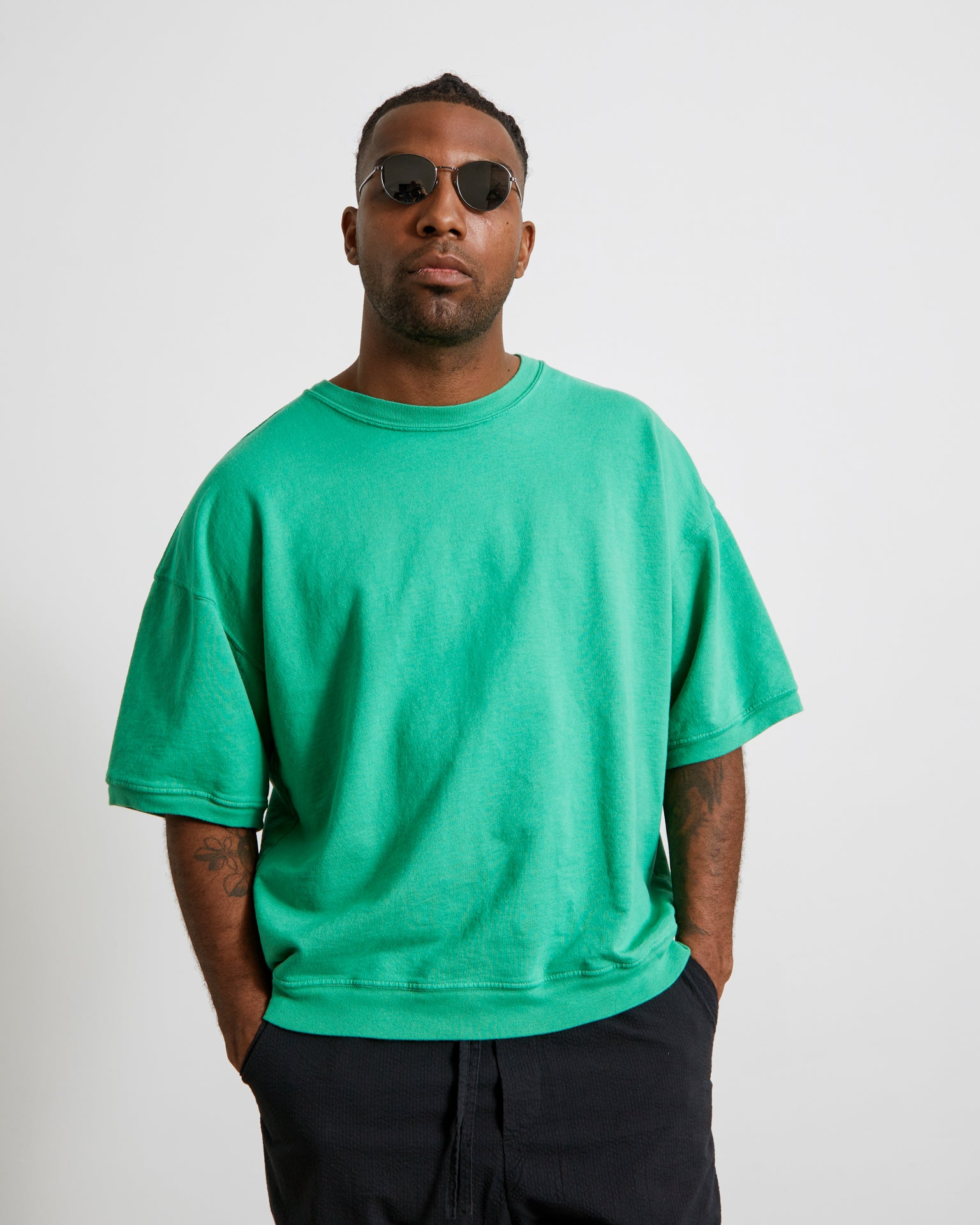 Cropped Short Sleeve Sweatshirt in Green