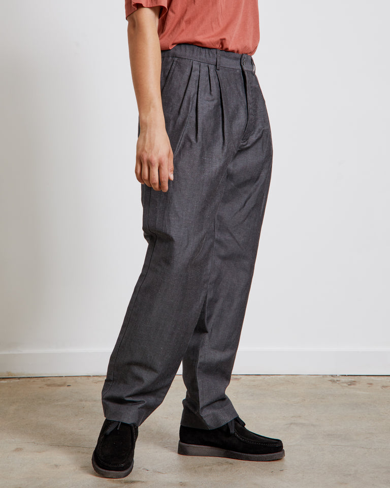 W/Li 4 Tuck Pants in Charcoal