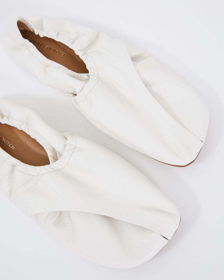 WS211/120 Shoe in White