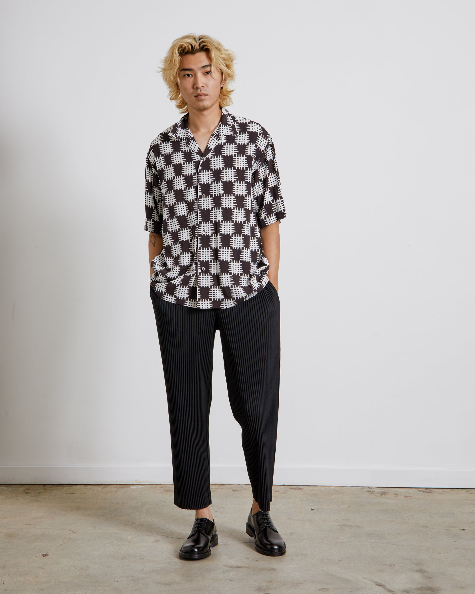Doman Open Collar H/S Shirt in Black