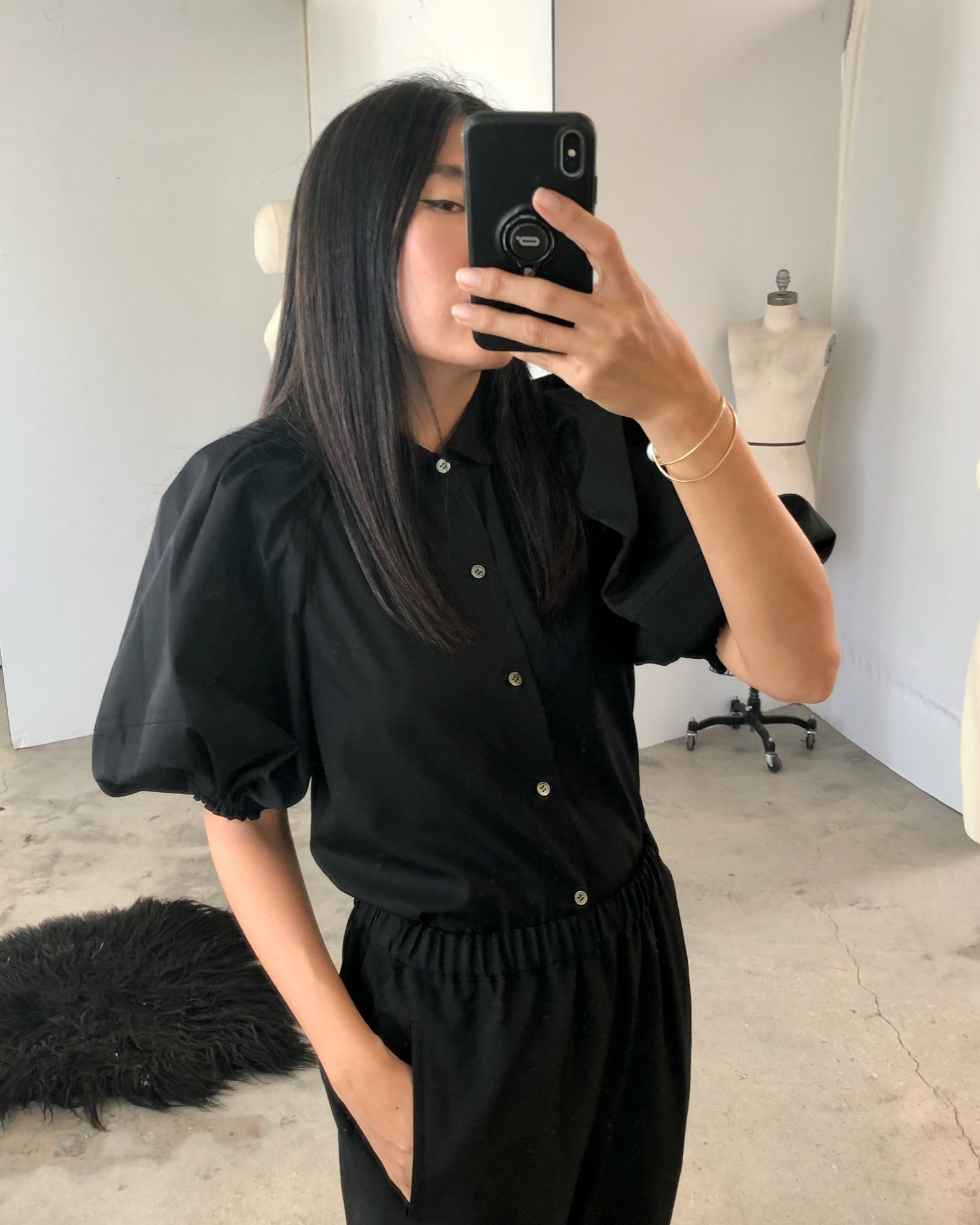 B018 Blouse in Black