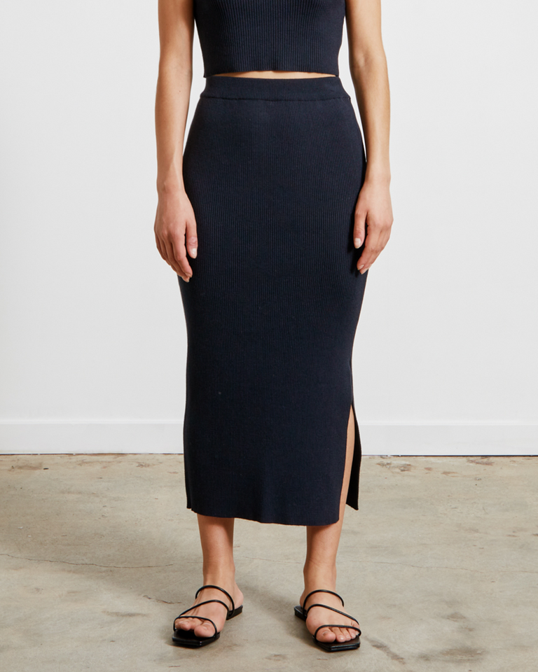 Ribbed Knit Midi Skirt in Navy