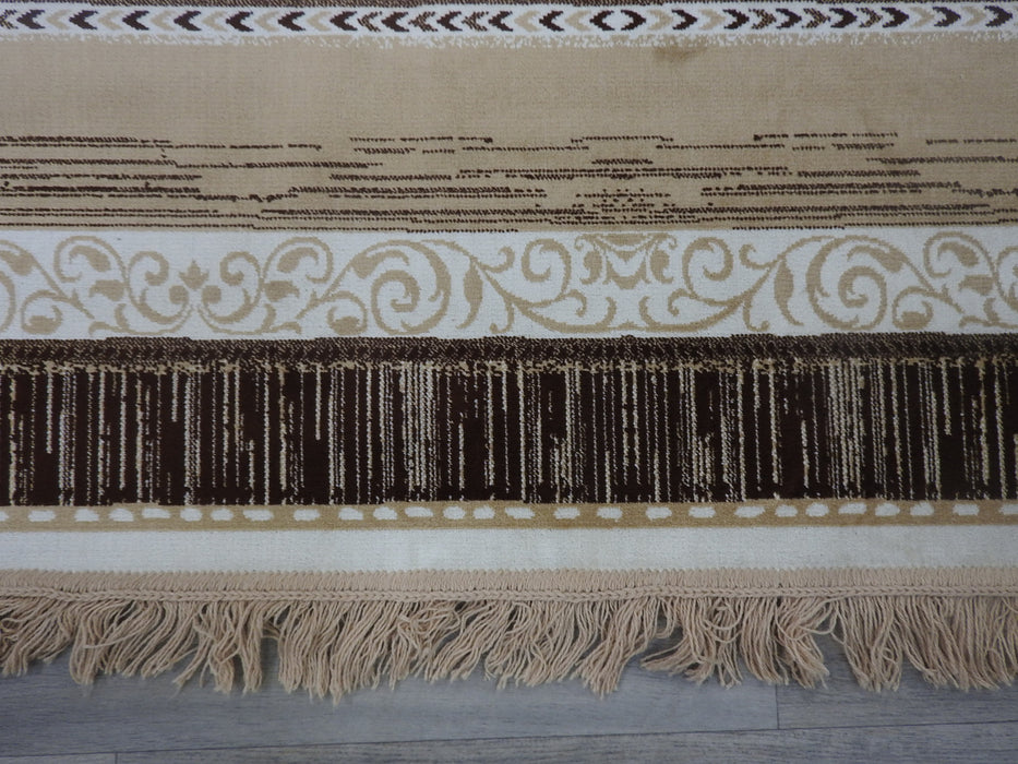 Silky Traditional Design Rug Size: 138 x 200cm