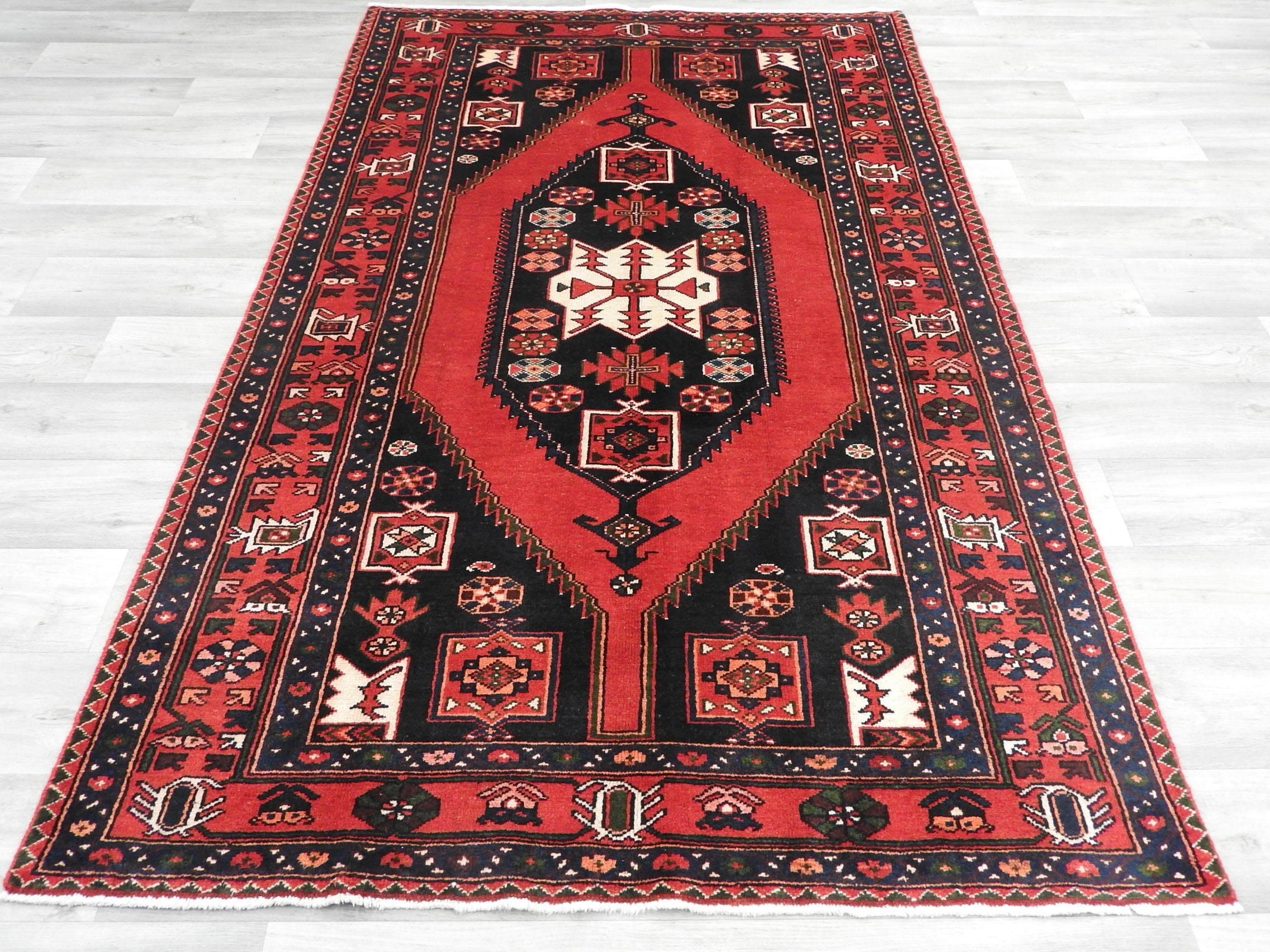 Persian Hand Knotted Saveh Rug Size: 202 x 135cm