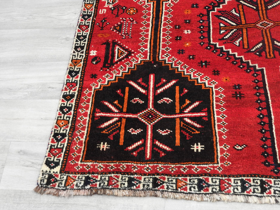 Persian Hand Knotted Shiraz Rug Size: 245 x 147cm