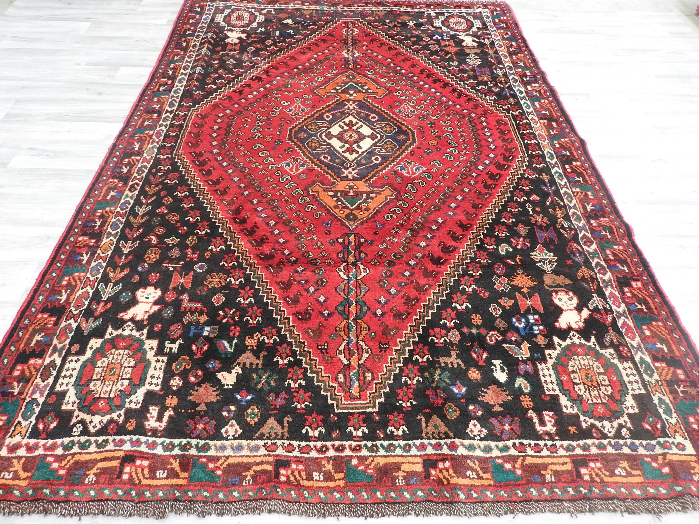 Persian Hand Knotted Shiraz Rug Size: 305 x 215cm