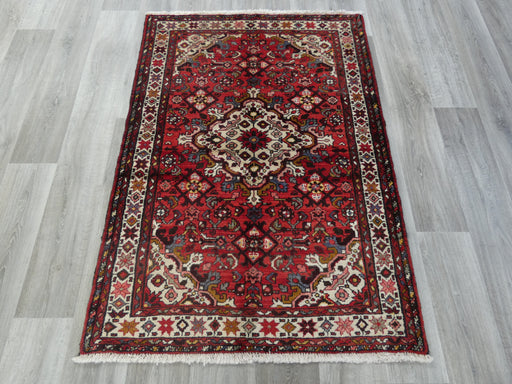 Persian Hand Knotted Hosseinabad Rug Size: 110 x 153cm