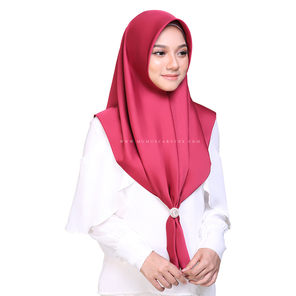 MUMU BAWAL SATIN IN MISS SCARLET