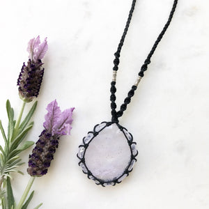 Lavender Cracked Quartz Macramè Necklace
