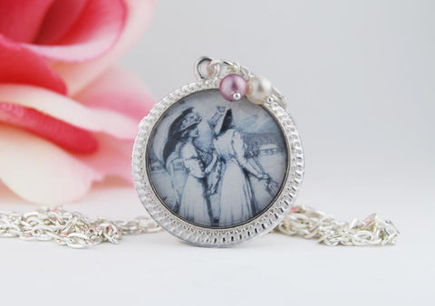 Victorian Friendship Round Pendant Necklace