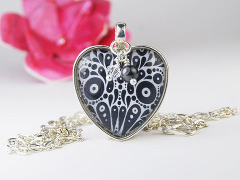 Black and White Roundabout Heart Pendant Necklace