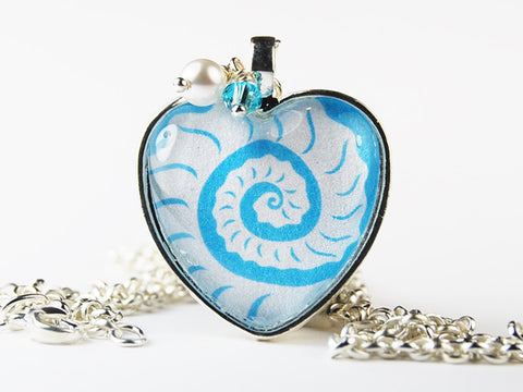 Shell Curls Heart Pendant Necklace