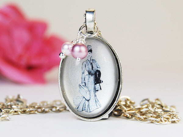 Victorian Travelling Lady Oval Pendant Necklace