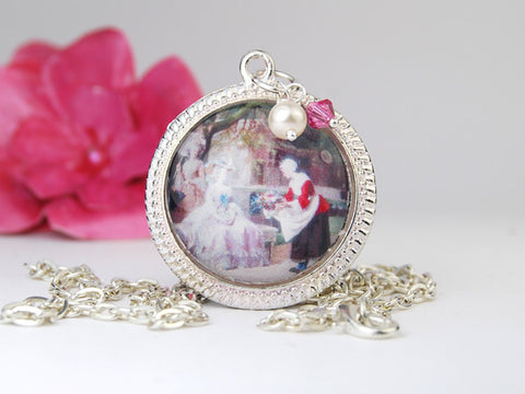 VIctorian Lady Round Pendant Necklace