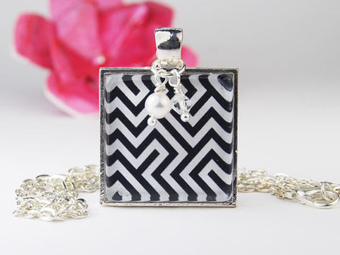 Black and White Zigzag Square Pendant Necklace