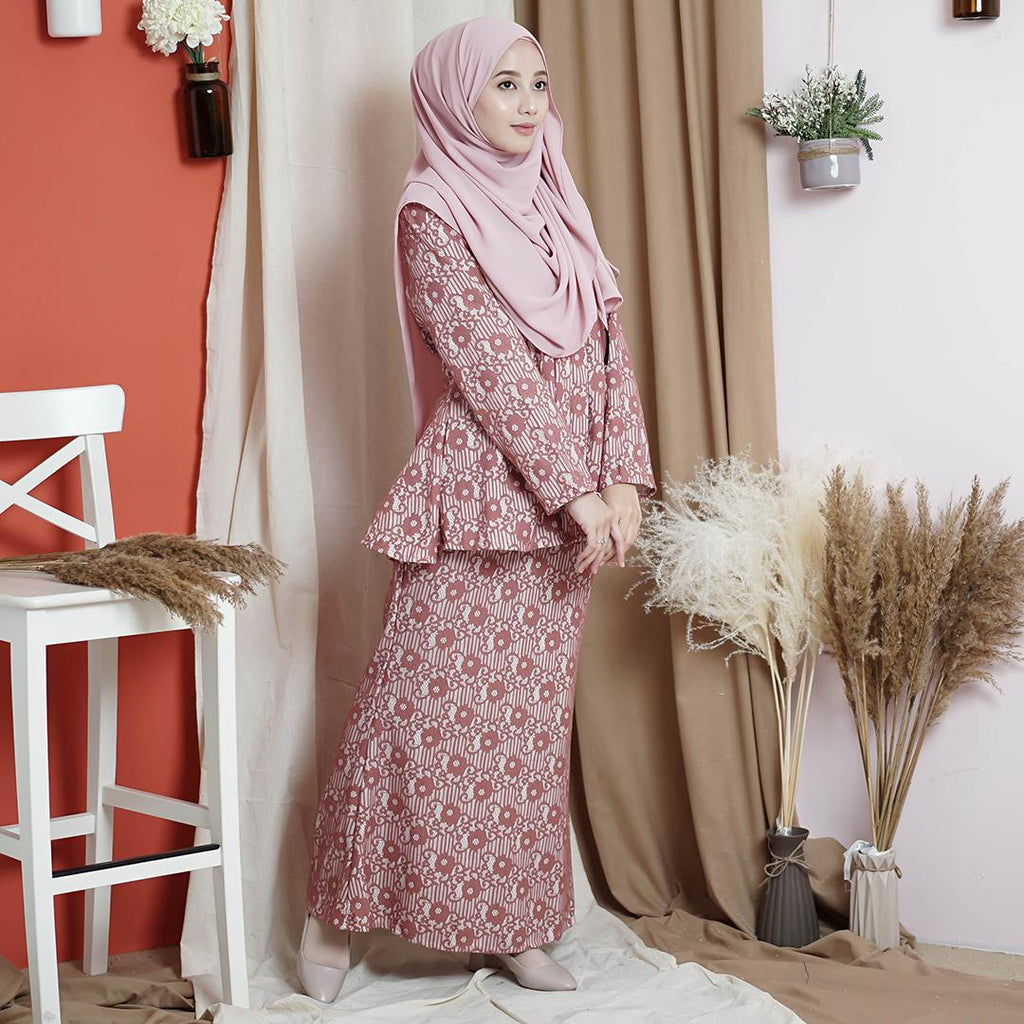 Naylaa Lace Kurung (Dusty Pink)