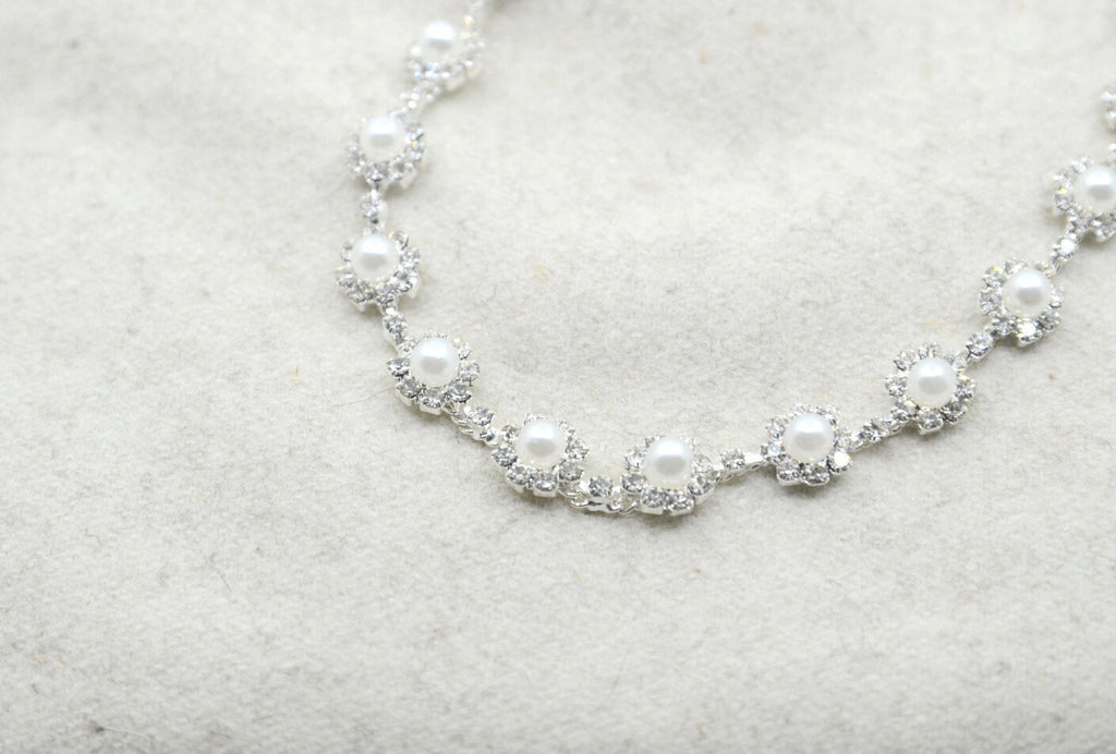 "3/8 "" Crystal Flower Rhinestone Pearl Chain Trim, Beaded Trim ,Wedding belt, Bridal Sash, Rhinestone applique-1 Yard"