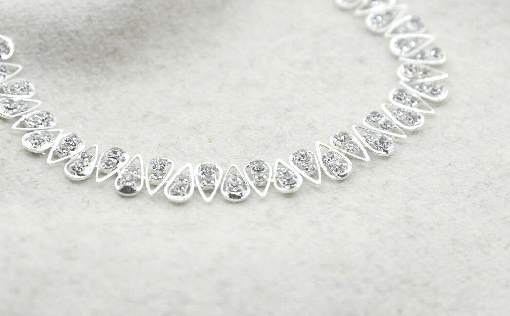 "3/8"" 10mm Wide Rhinestone Chain Trim, Silver Chain , Wedding belt, Bridal Sash, Rhinestone necklace,Crystal Bracelet,Headband-1 Yard - strapcrafts"