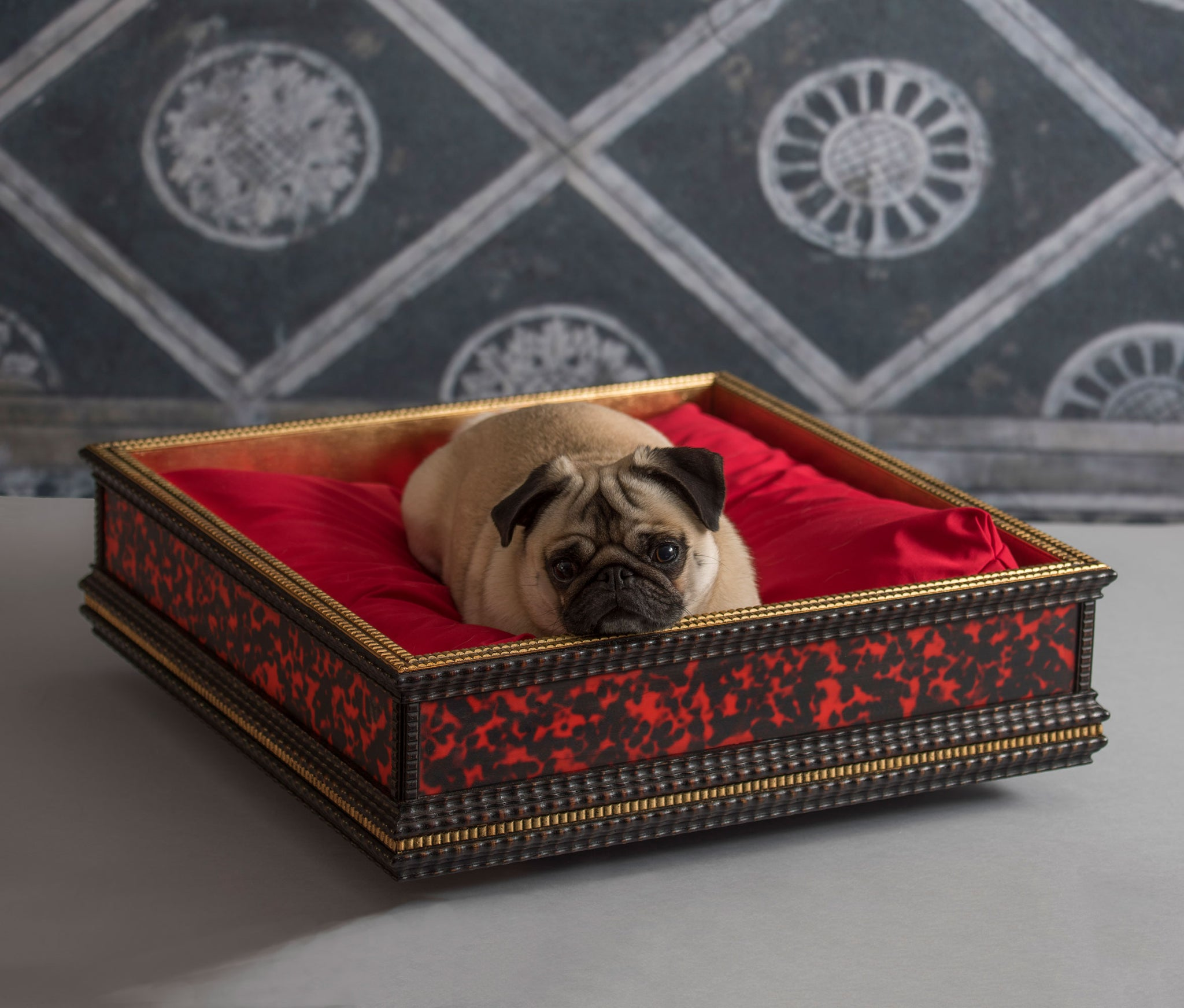 Italian Wooden Gilda Square Dog Bed - Red & Black