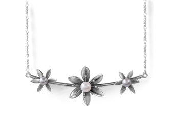 Pearly 3 Flower Necklace