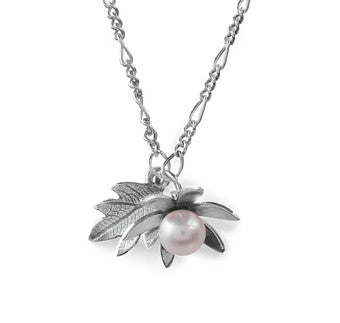 Pearly Flower & Leaf Necklace