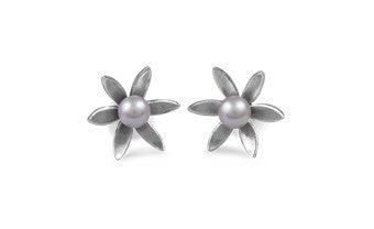 Pearly Flower Stud Earrings
