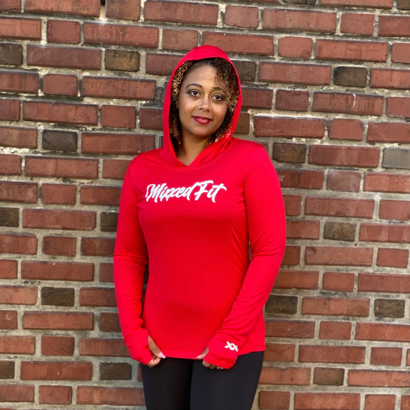 SCRIPTED MIXXEDFIT® POSI-CHARGE HOODED DRIFIT | RED
