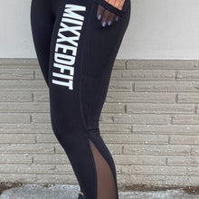 MIXXEDFIT® SPLICE MESH POCKET LEGGING | BLACK