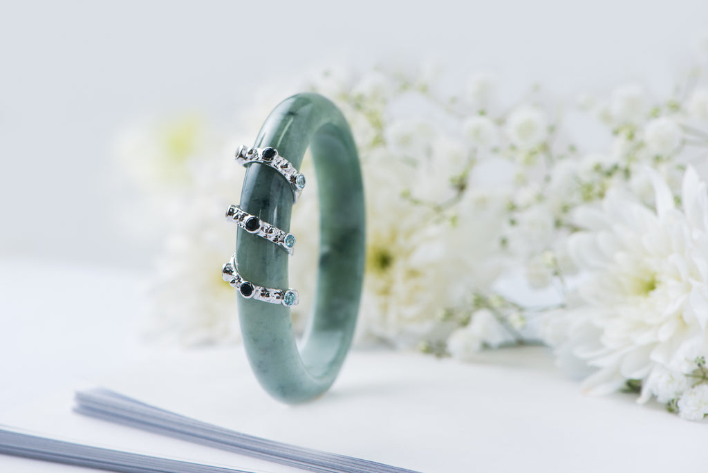 The-Minimalist-Twirled-Jade-Bangle