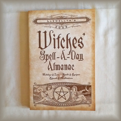 Llewellyn's 2009 Witches' Spell-A-Day Almanac PB
