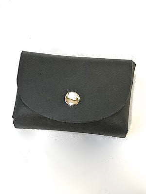 A customer review about the Essentials wallet