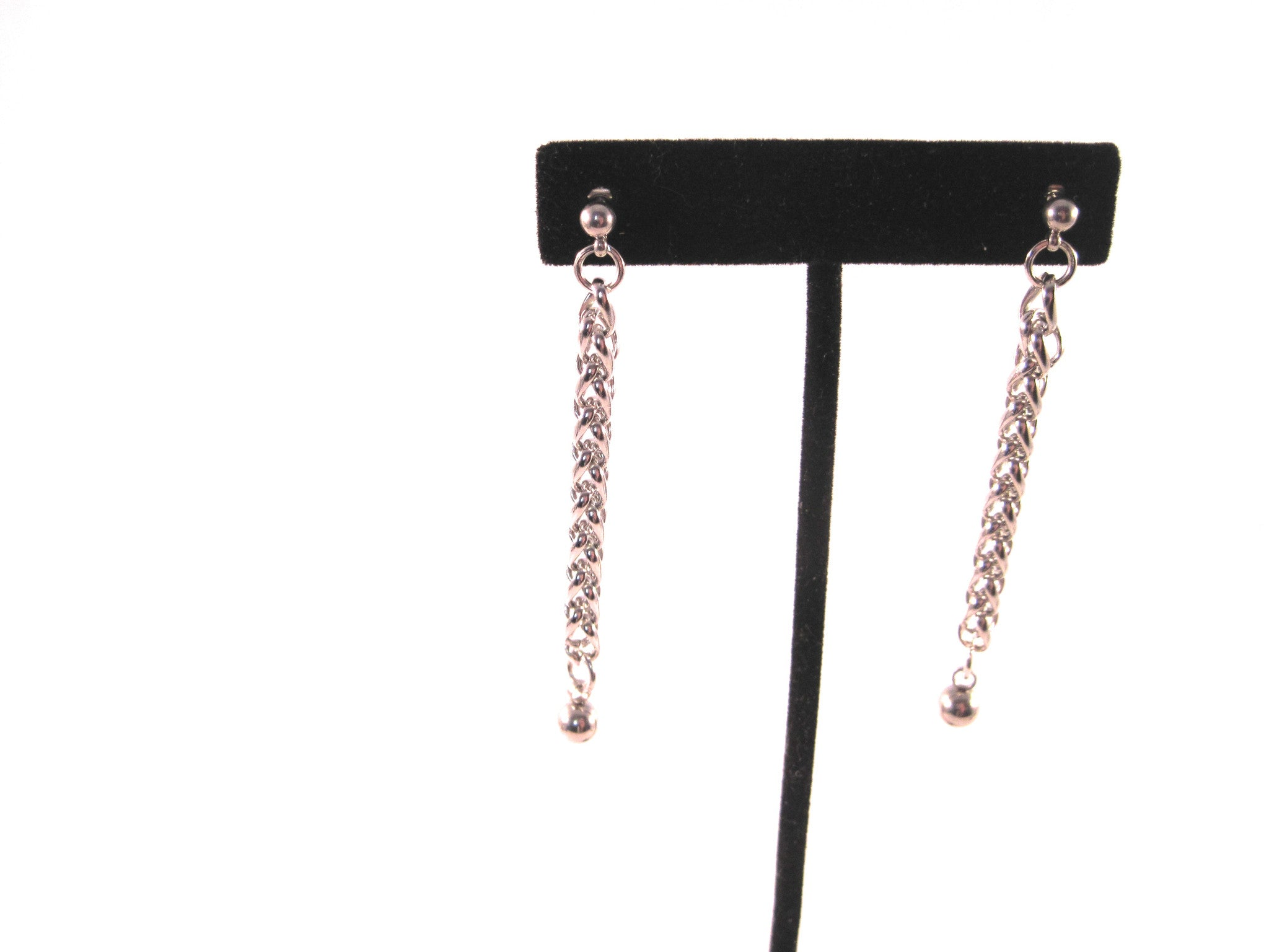 JUMP RINGS AND CHAINS EARRINGS BY NYET JEWELRY.