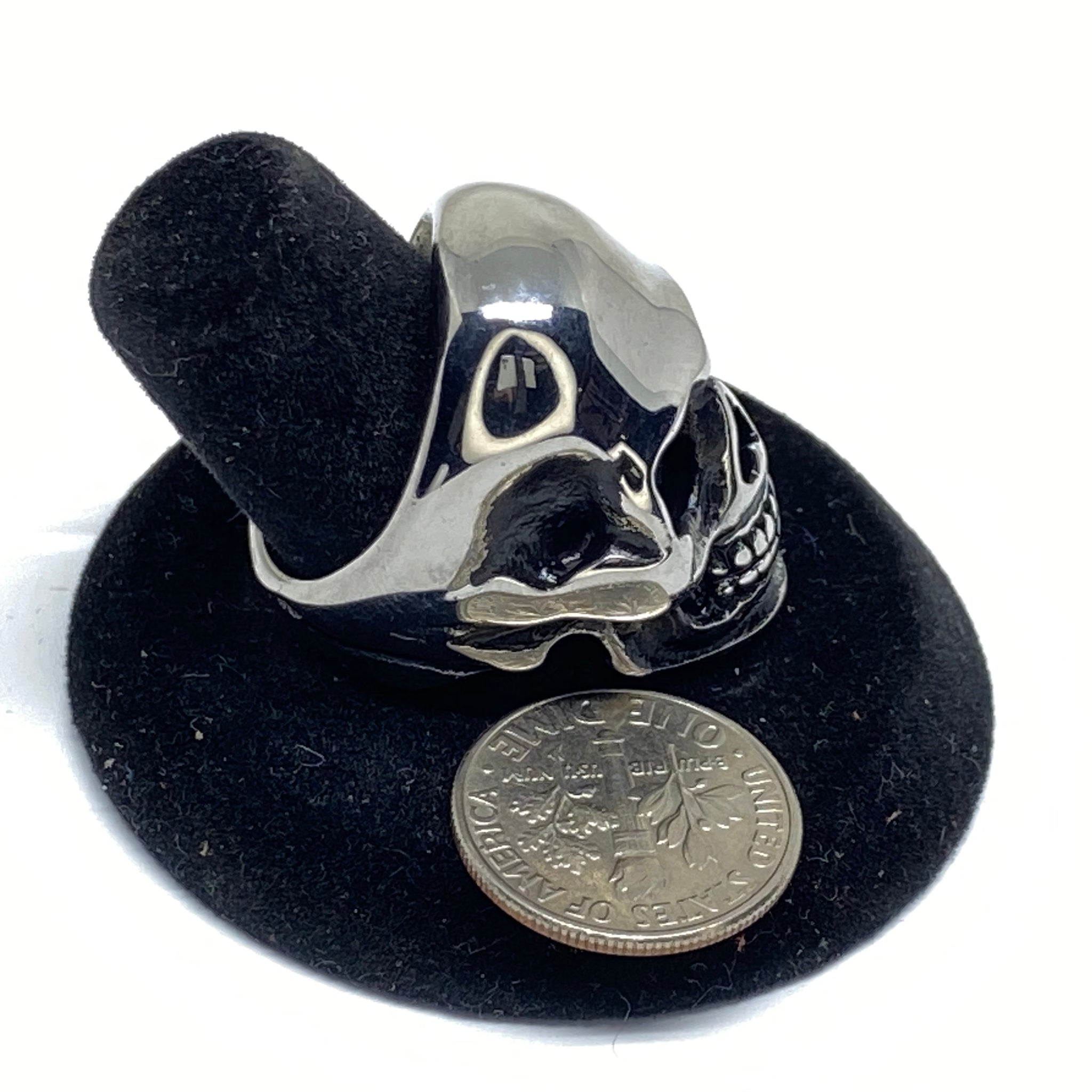 SMALL SKULL STAINLESS STEEL RING.