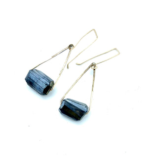 THE NICOLE EARRING BLACK LABRADORITE