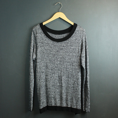 .Black Switch Back Sweater