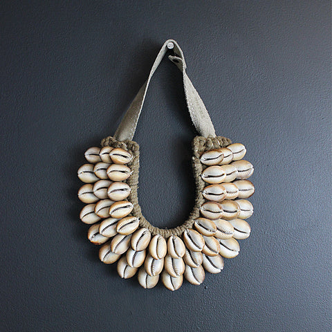 .Brown Cowrie Collar Necklace