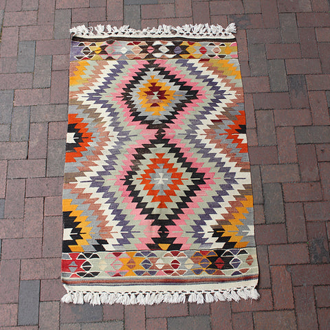 ".Handwoven Turkish Rug - 3' 1"" x 4' 7"""
