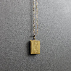 .Gold Vintage Locket Necklace