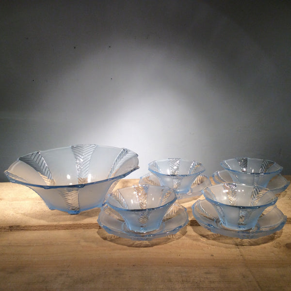 Vintage 1930s frosted blue serving bowl set