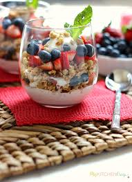 Granola Fruit and Yoghurt