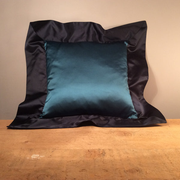 Contrast Cushion with Oxford Border 35cm