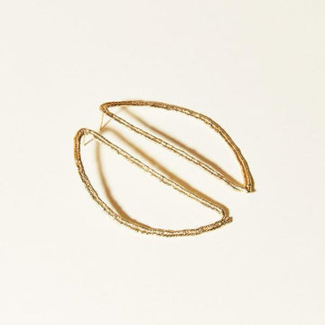Elongated, thread-like hoops that take the shape of half of an oval.