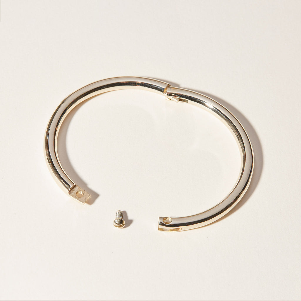 The Full Moon Bracelet has a hinge and comes with a small screw.