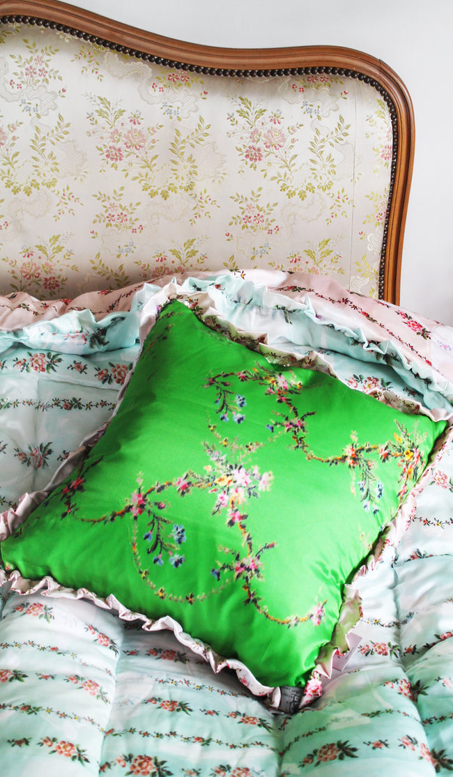 EMERALD GARLAND CUSHION