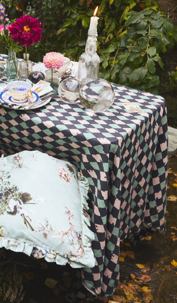 PINK HARLEQUIN LARGE TABLE CLOTH