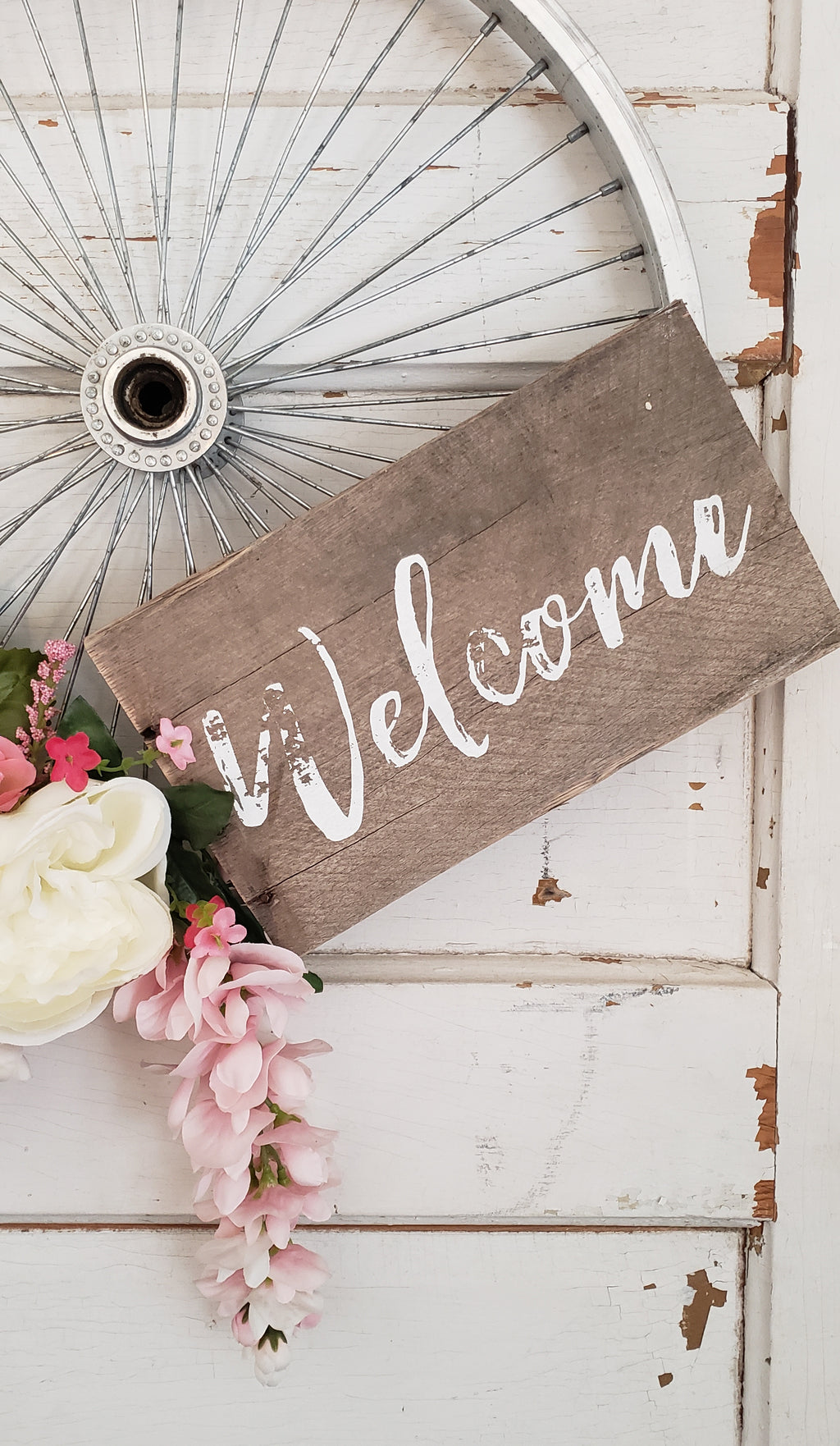 White 'Welcome' Wreath Sign
