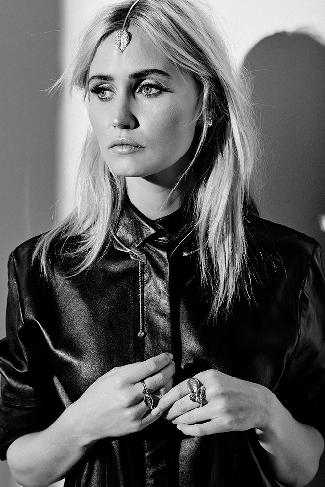Australian Actress Anna Bamford wears Sarina Suriano Trailing Carta forehead jewel and Roscidus Leaf necklace form the lustrum collection